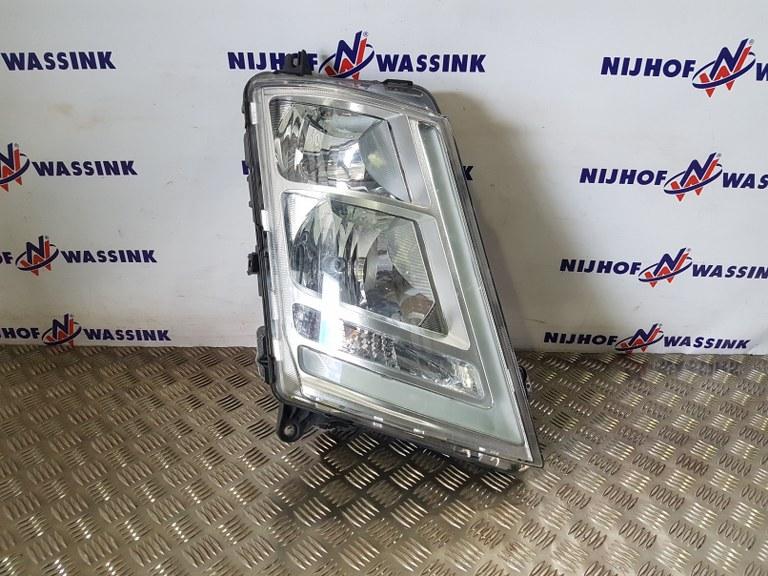 Volvo 22239217 LAMPA PRZEDNIA FH4 RH